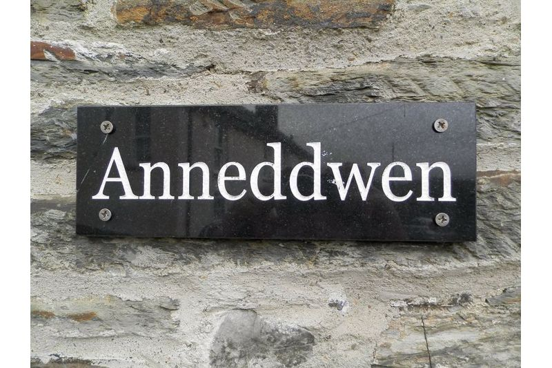 Anneddwen Plaque