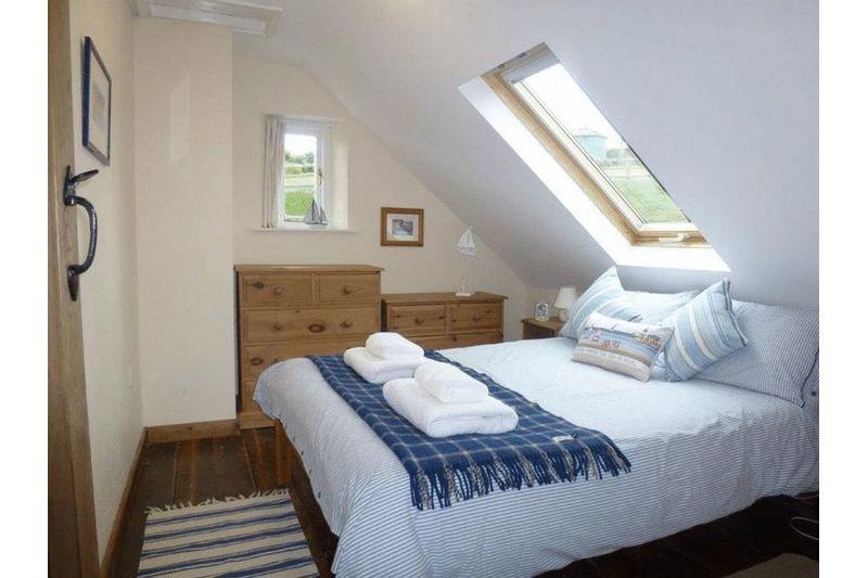 Rose Cottage - Bedroom 2