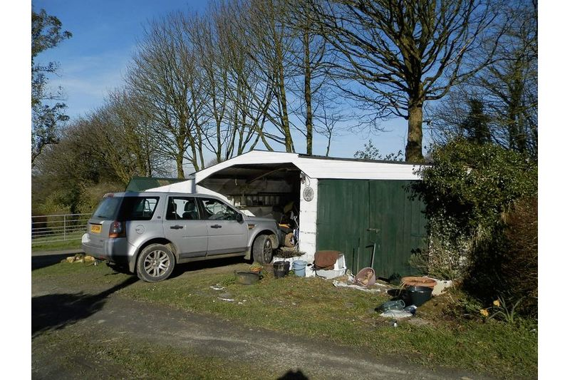 Garage / Car Port