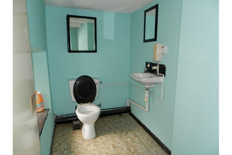 Existing 1st Floor Toilet 2