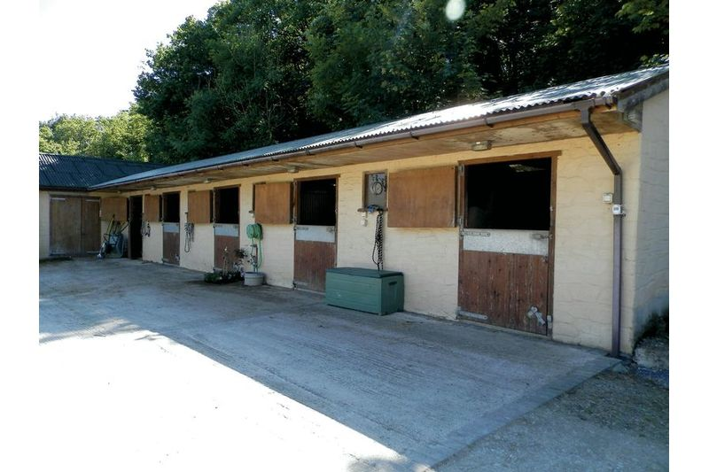 5 Stables